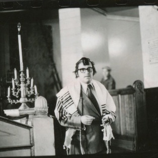 1975 Russia 6 Leon Charney in Russian Synagogue
